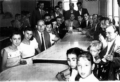 Familiares y participantes en el I Torneo Nacional de Ajedrez de La Pobla de Lillet 1955
