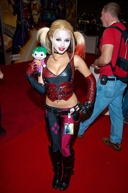http://3.bp.blogspot.com/-9Ulz6xRVvjk/USK1ZeA8ZBI/AAAAAAABpiA/q70WRGmA9HE/s640/harley-quinn-nycc-comic-con-cosplay.jpg