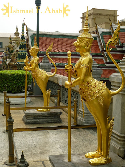 Golden statues in Bangkok Grand Palace