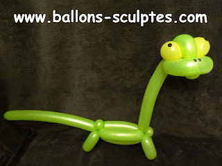 dinosaure diplodocus en ballons