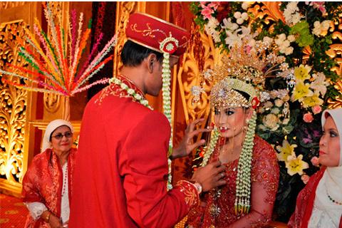 Tahapan dalam Rangkaian Upacara Pernikahan Adat Betawi