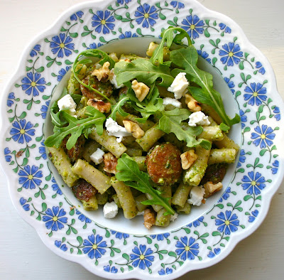 ... Beth: Penne Pasta with Arugula Pesto, Chicken Sausages & Goat Cheese