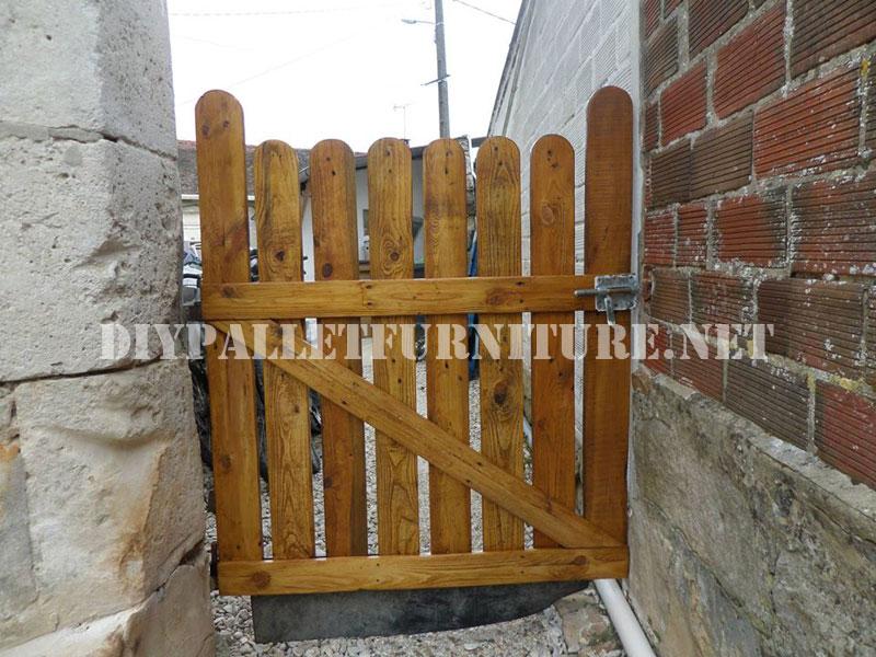 Puertas para jard n con palets for Como hacer una puerta de madera para jardin
