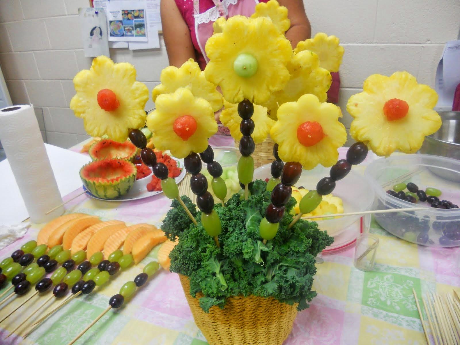 Arreglos con frutas y vegetales en creatividades latinas for Centros de frutas