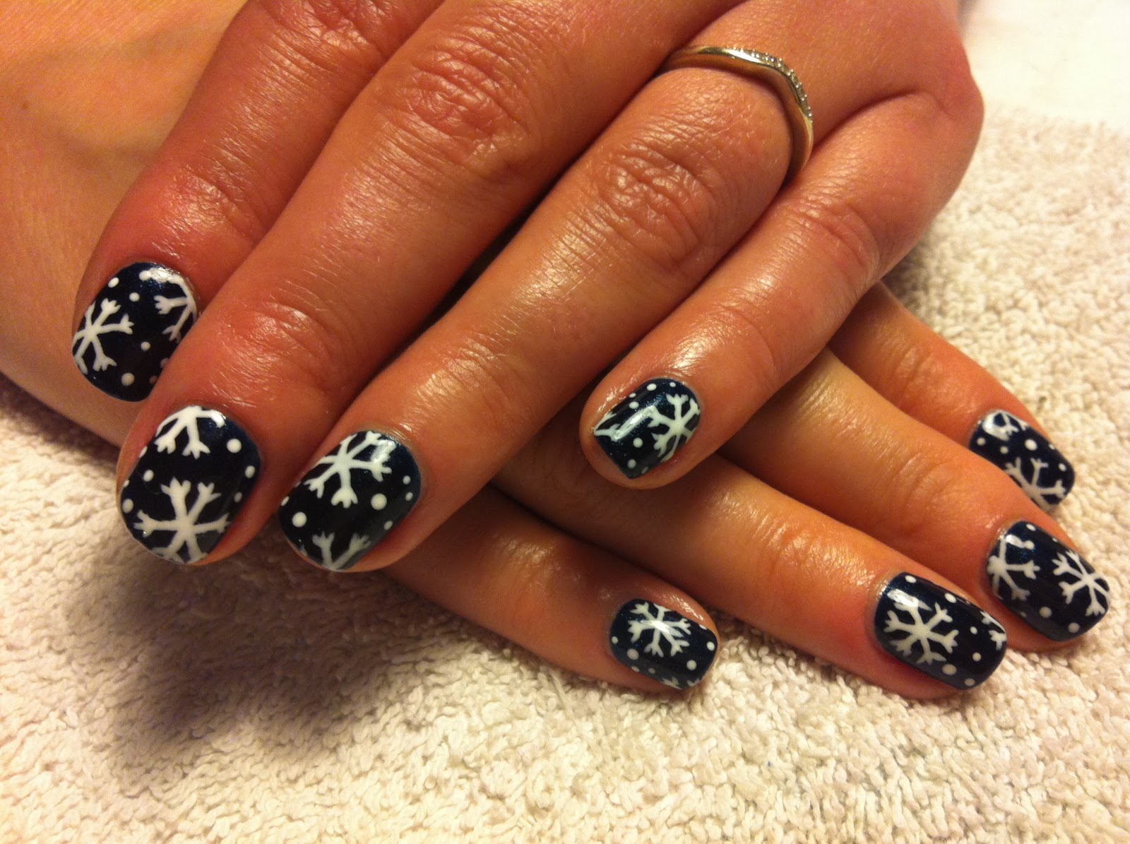 up and Polish up!: CND Shellac Christmas Nail Art - #1 Snowflakes