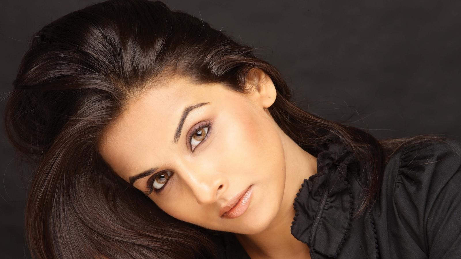 Vidya balan very hot photos vidya balan images pictures wallpapers pics indian actress - Indian beautiful models hd wallpapers ...