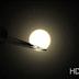 """Una super-Terra potenzialmente abitabile in un sistema planetario """"affollato"""""""