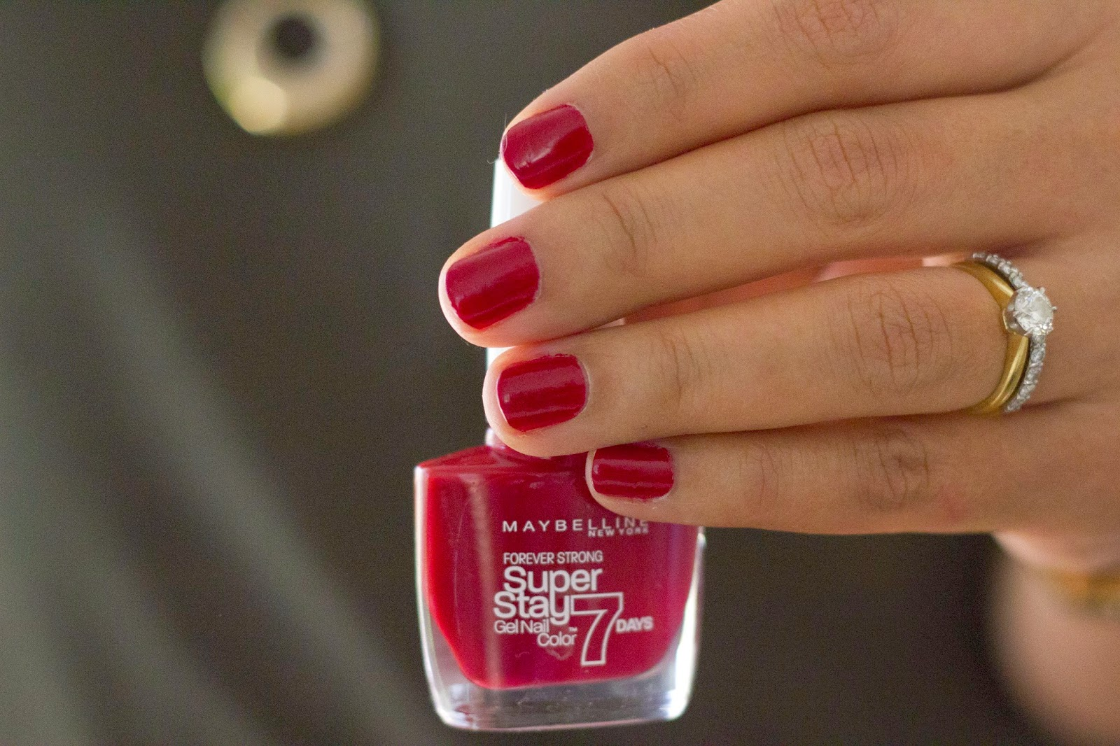 MsCHIKEE: Maybelline Super Stay 7 Days Gel Polish (Deep Red)