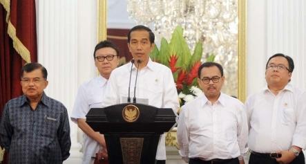 Pemerintah presiden joko widodo resmi memaksimalkan harga BBM bersubsidi premium dan solar per tang Harga BBM Bersubsidi Naik Bensin Rp 8.500 Solar Rp 7500 Per Liter