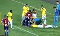 Talisca faz gol pela Seleção, bate a cabeça e é levado de ambulância a hospital