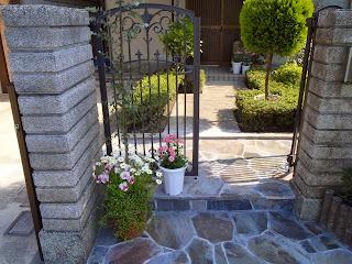 門柱 鉄平石