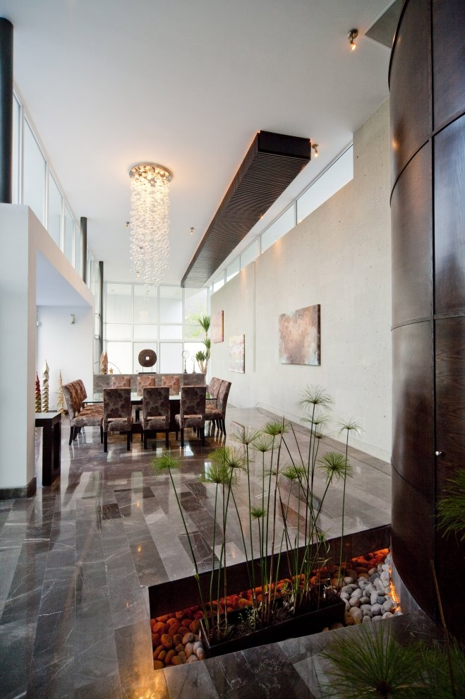 Modern dining room in Beautiful white house by 7xa Taller de Arquitectura
