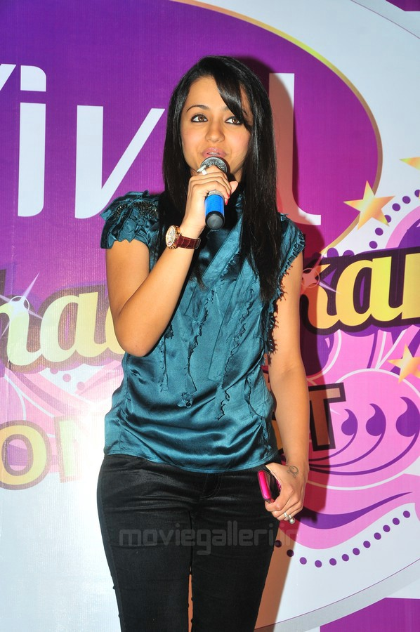 Trisha at Vivel Lakshadhikari Contest Winners