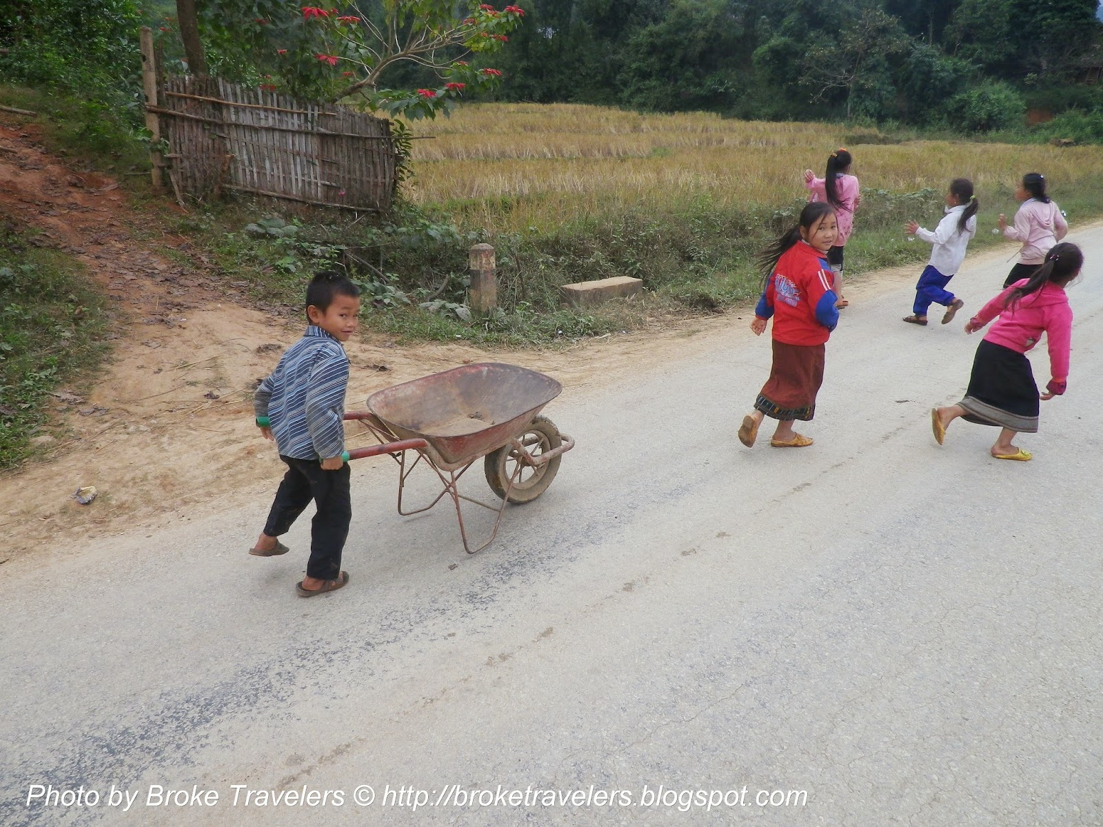 lao kids running
