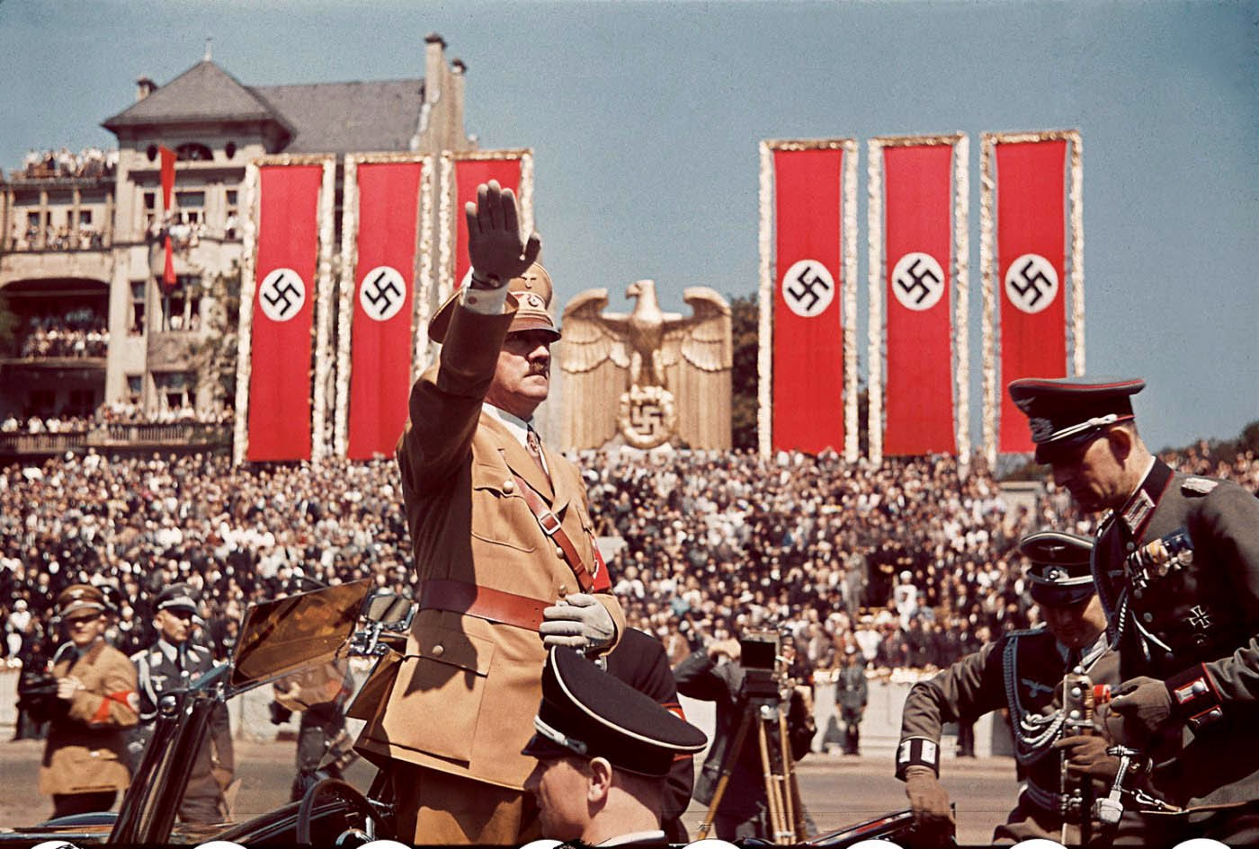 an overview of the events of the holocaust by adolf hitler in the world war two