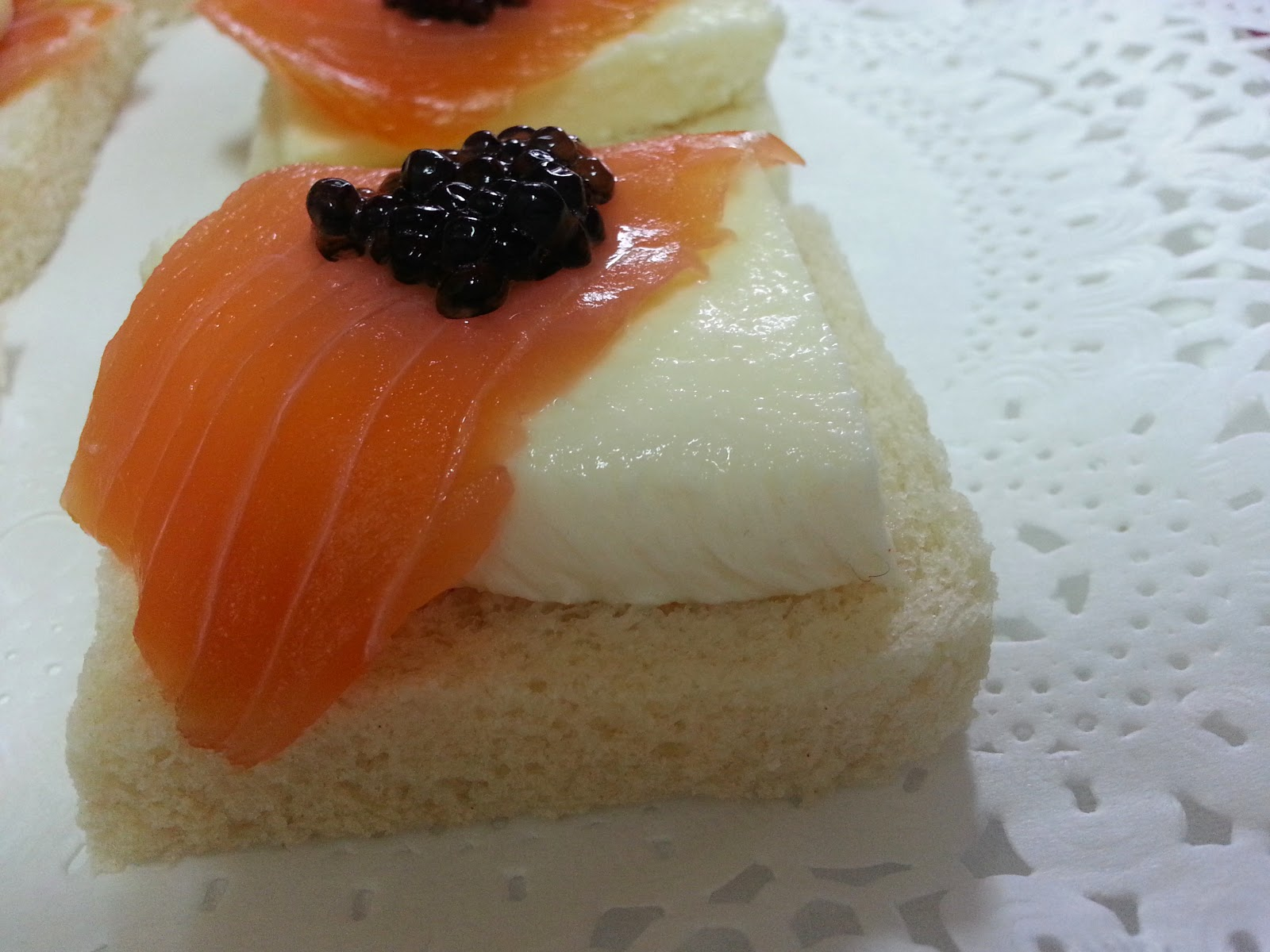 Cocina f cil canap s con salm n cuatro combinaciones for Canape de salmon
