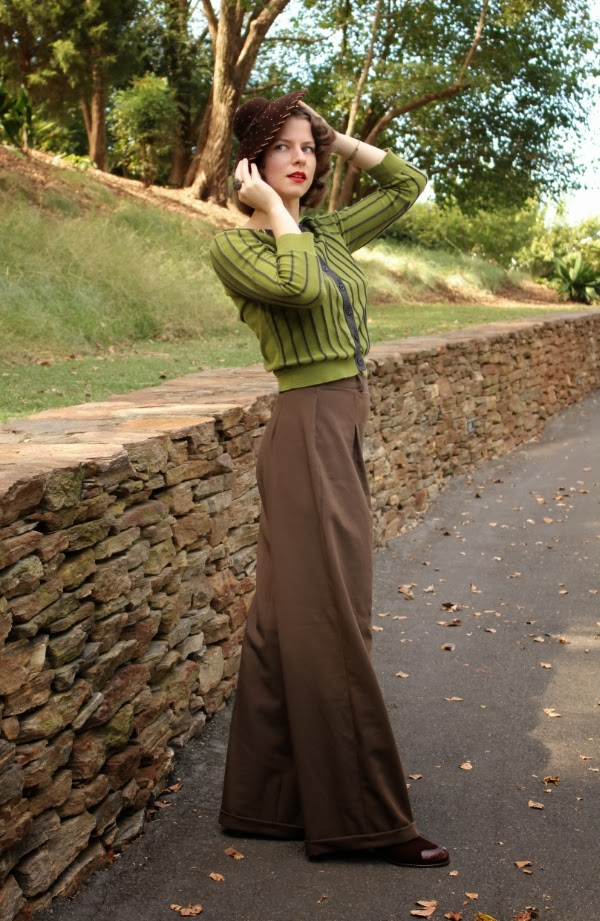 Fall Weather Vintage Style #vintage #fashion #fall #autumn #1940s #1930s