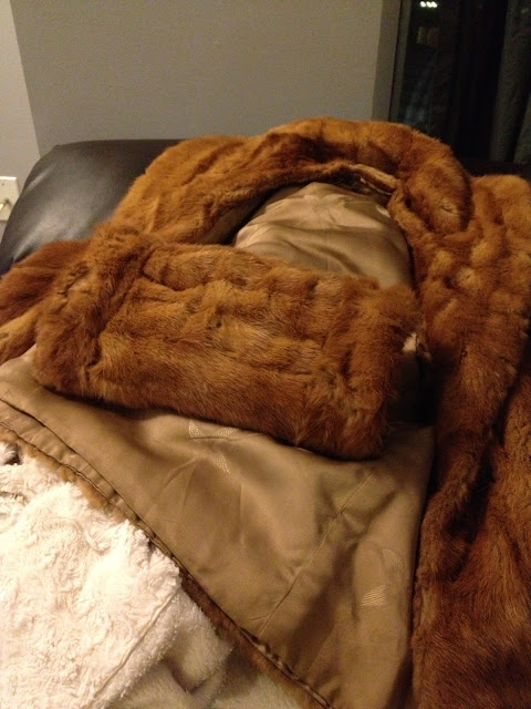 Fur coat into fur vest, coat to vest, vintage fur coat, DIY, step by step, do it yourself, ecofashion, recycle, reuse