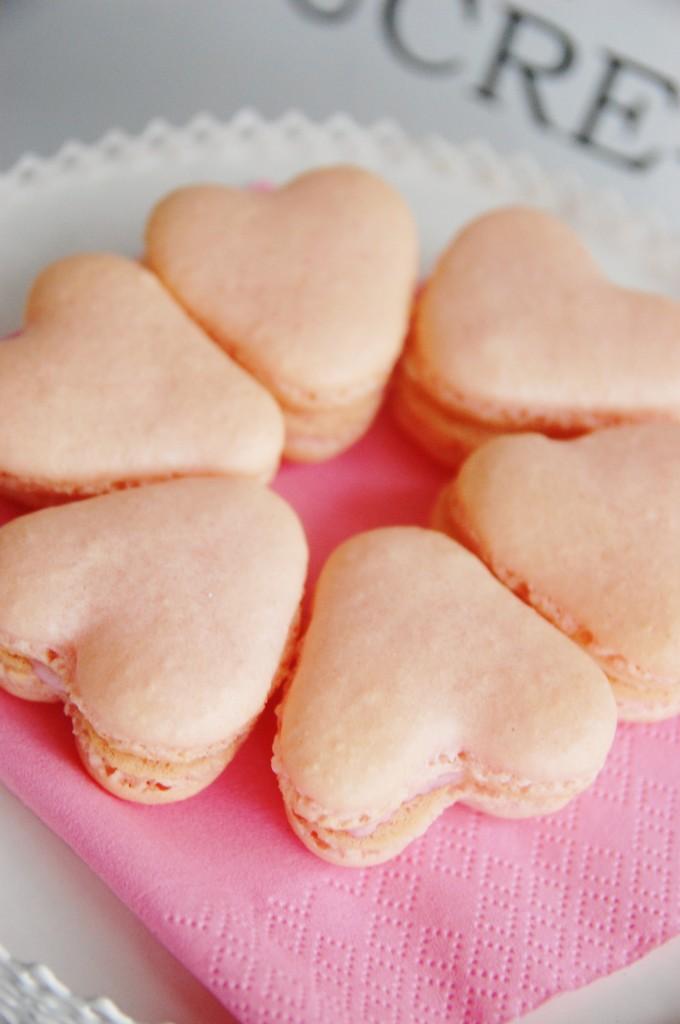 heart shaped macaron