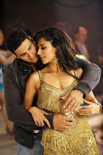 Desi Boyz HD Wallpaper Hot Chitrangda Singh, Akshay Kumar
