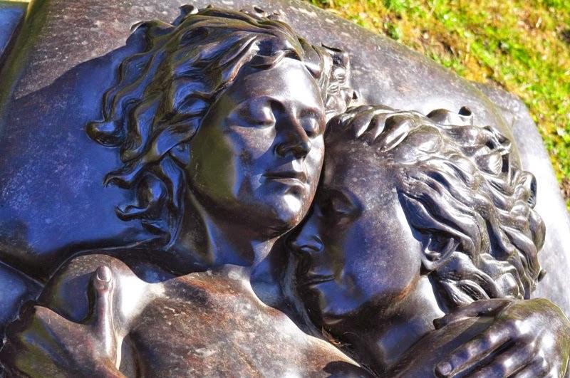 Tanah Perkuburan Khas Untuk Lesbian