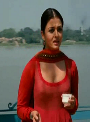 slip rare cleavage photos bollywood actress aishwarya rai nipple slip