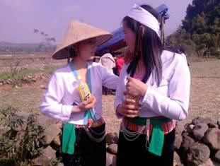 Nghệ thuật dân gian trong trang phục truyền thống của người Mường