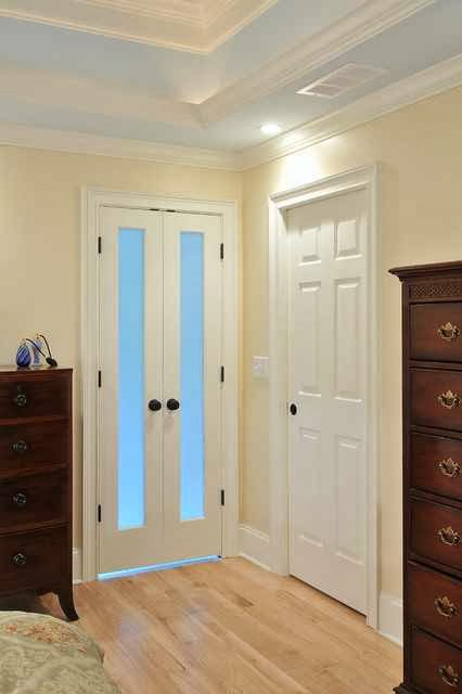 bathroom doors for small spaces ayanahouse. Black Bedroom Furniture Sets. Home Design Ideas