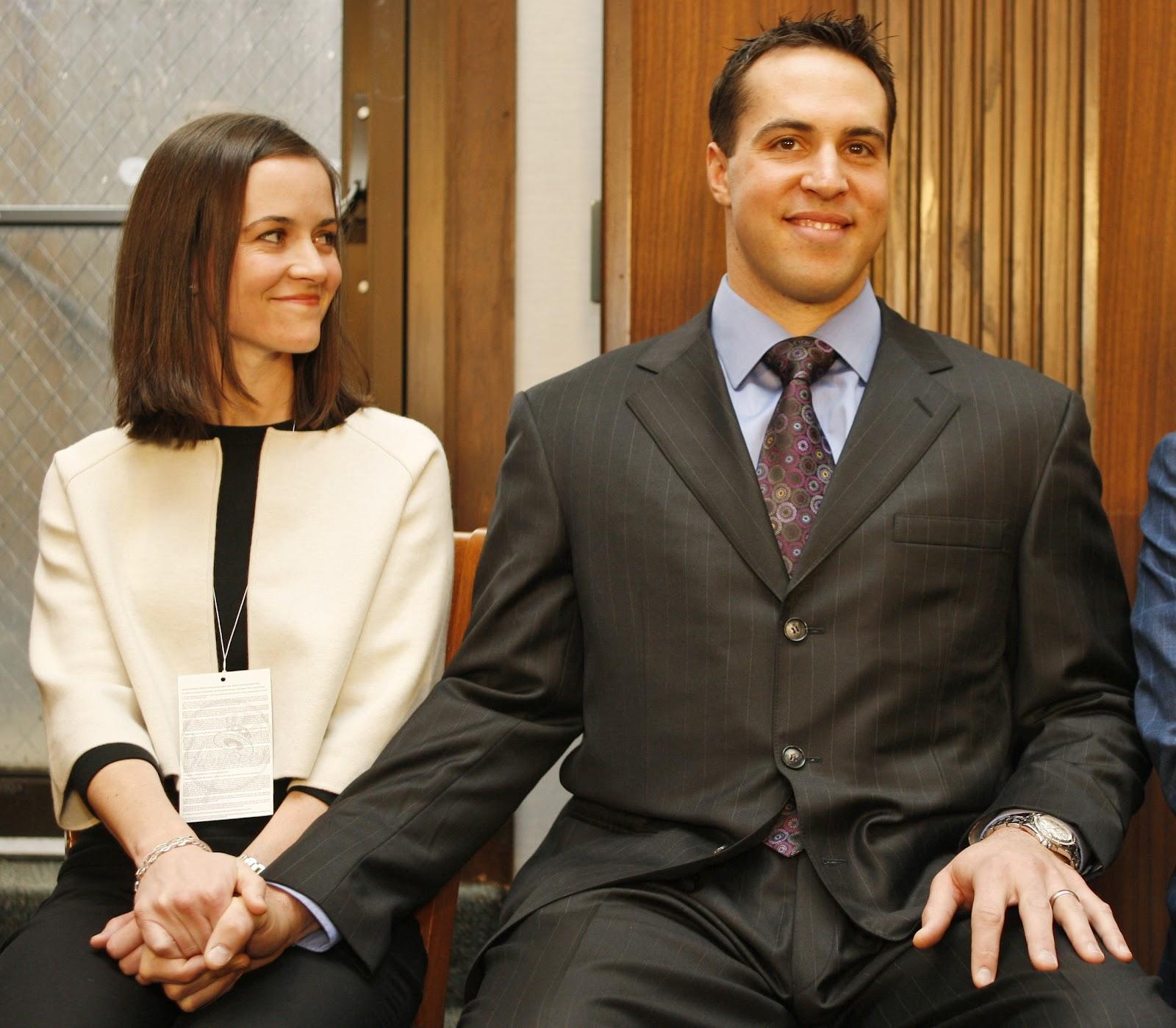 http://3.bp.blogspot.com/-9ZU5jUhe6VE/T74wrY-AZ_I/AAAAAAAAJ-s/lvbmSFRT-OE/s1600/Mark+Teixeira+Wife+Leigh+Teixeira_1.jpg