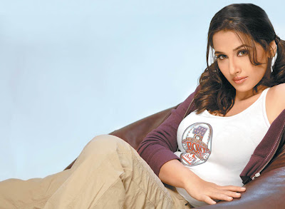 Vidya Balan Glamor Wallpaper in Dirty Picture