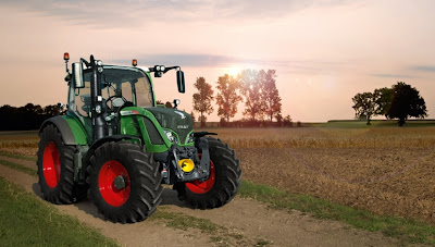 Ciągnik rolniczy Fendt 500 Vario na polu