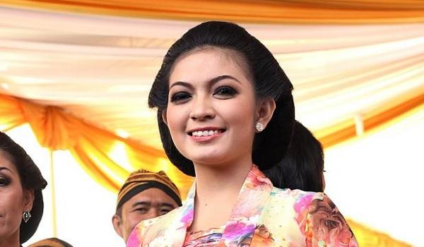 Gadis Cantik Mantu Jokowi
