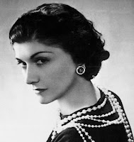 Alexia-Portain, Mademoiselle-Fashion, fashion-it-box, thomas-rayrat, fashion-glamour, féminine, girly, working girl, mode-à-petits-prix, dressing, wardrobe, dress, style-original, coco-chanel, womenswear, garde-robe, mode-femme, fashion-woman, pap, pret-a-porter, shopping, budget-restreint, marque, enseigne, preppy, hippie-bohême, look-casual, femme-enceinte, femme-coquette, independante, du-dessin-aux-podiums, FIDL, SOS-Racisme, jolie-tete, modress, anniel, facebook, twitter, pinterest, google-plus