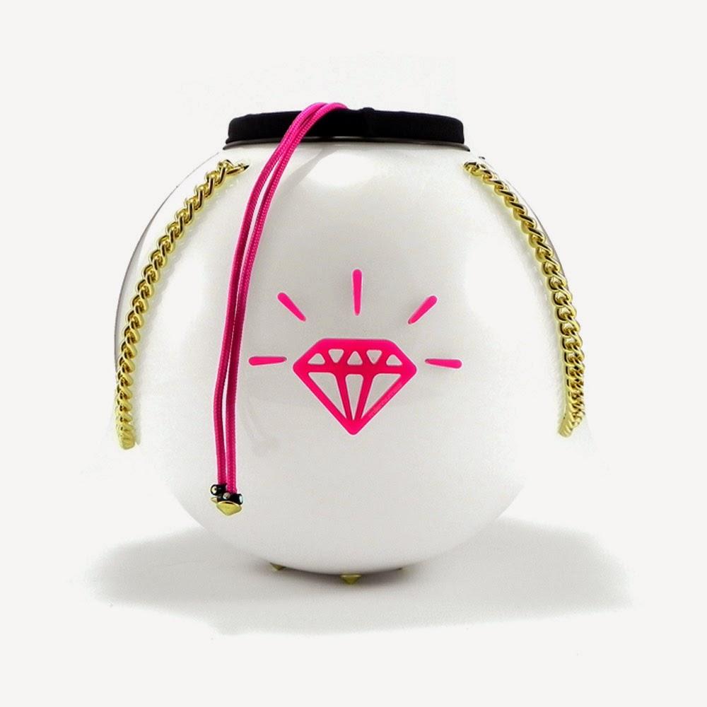 http://www.millenniumstar.it/new-moon-bag/1197-moon-bag-black-ritz-borsa-da-donna-in-plexiglass-e-lycra-con-luce-touch.html