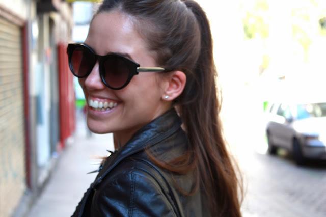 Outfit, perfecto cuero, gris gafas sonrisa