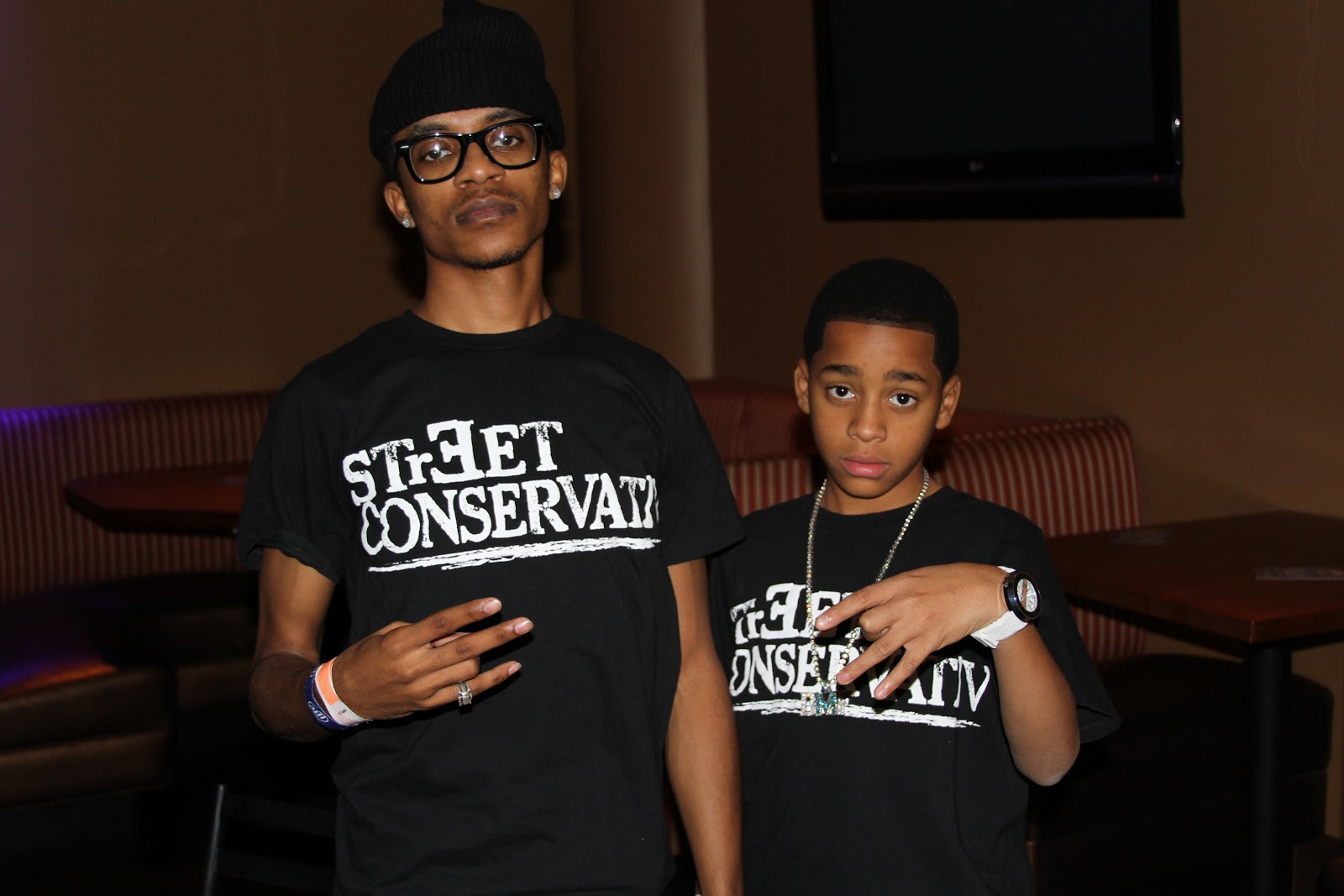 ush clothing lil mouse rocking streetconservativ at his show for uiuc. Black Bedroom Furniture Sets. Home Design Ideas