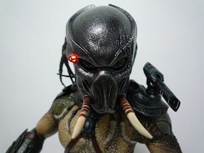 """... una asombrosa mejoría en sus productos inspirados en la saga  """"Predator"""" b513c923925"""