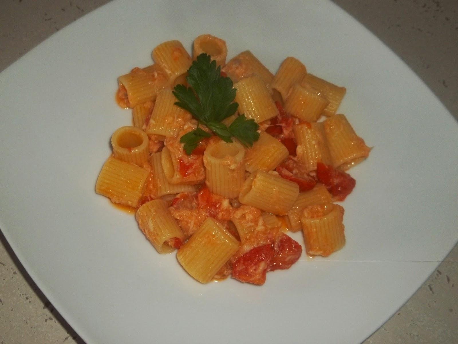 ... mezze maniche con filetti di gallinella cotti al forno e cucinati al pomodorini ...