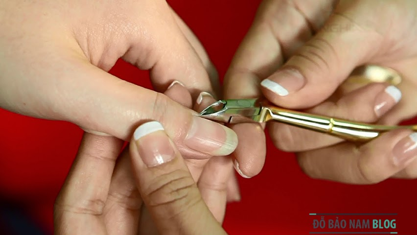 Dạy trang điểm chuyên nghiệp: Cách làm móng tay đẹp