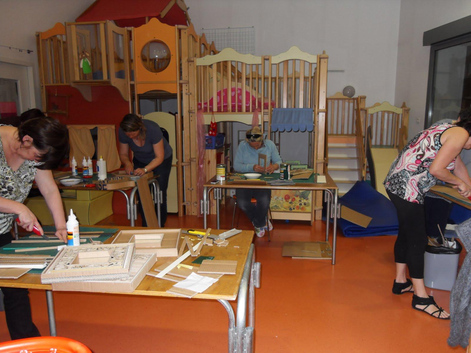 l 39 atelier de cellestine atelier meubles en carton. Black Bedroom Furniture Sets. Home Design Ideas