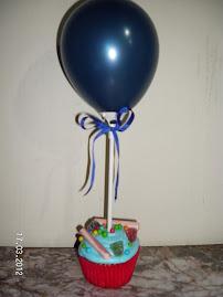 Maffins con globos y dulces