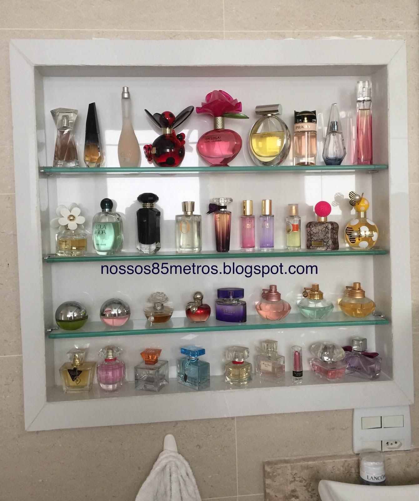 amantes de perfumes fica uma super dica: nicho embutido no banheiro  #703D3B 1340x1600 Banheiro Com Nicho Embutido