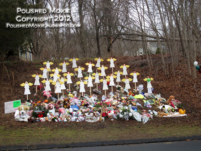 Image of angels and stuffed toys along a roadside in Sandy Hook.