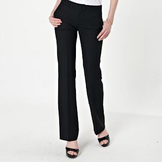 Pantalón negro de tela de mujer