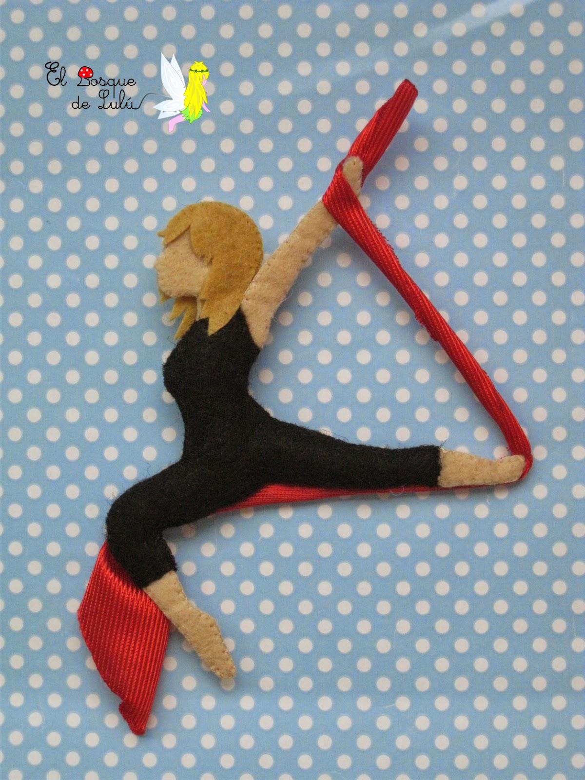 broche-personalizado-acróbata-telas-aereas-profesora-circo-del-sol