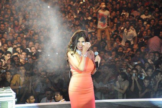 Last night Elissa graced her fans in Cario in concret for the first