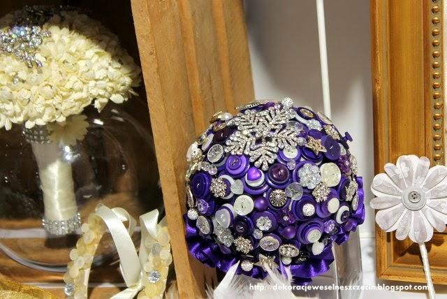 bukiet ślubny z guzików