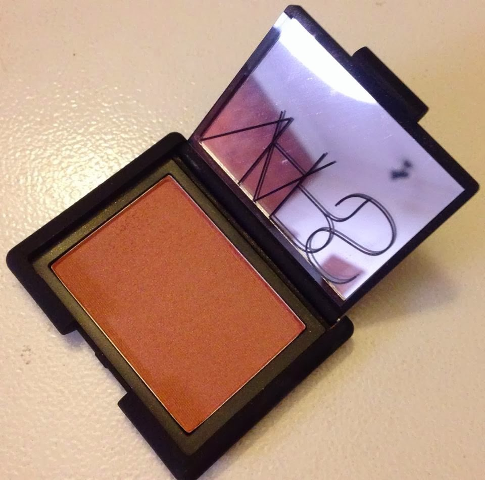 the happy therapy a beauty and fashion blog nars 39 luster 39 blush review swatches and comparison. Black Bedroom Furniture Sets. Home Design Ideas
