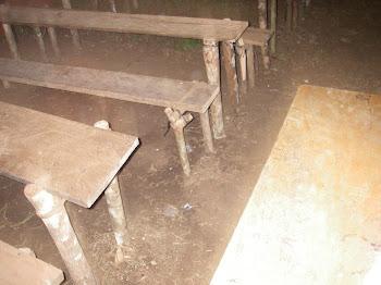 C'est ça leurs chaises et pupitres