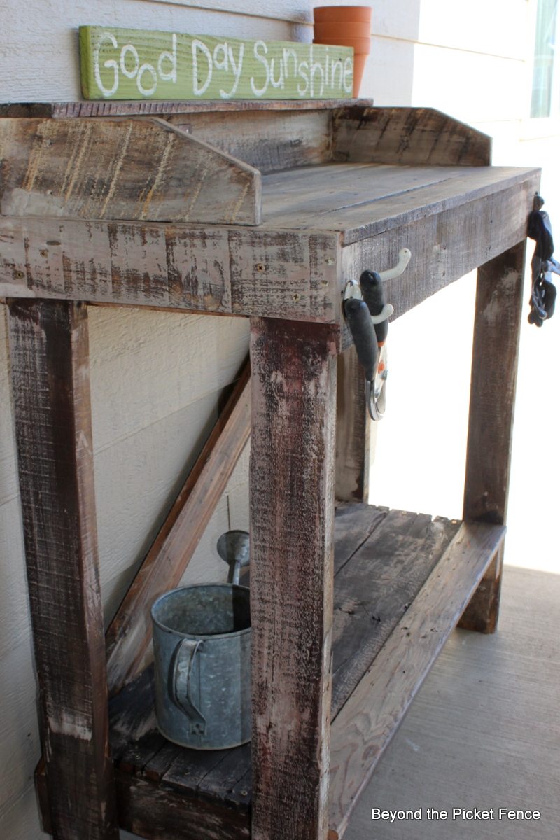 Beyond The Picket Fence: Rustic Pallet Potting Bench